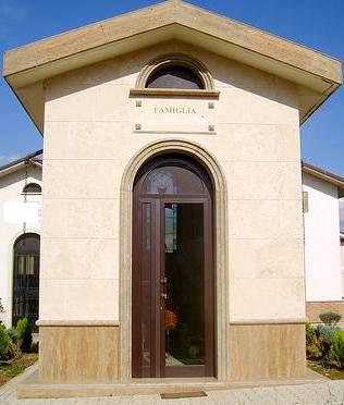 Cappella in Travertino Noce e Paglierino Spazzolato