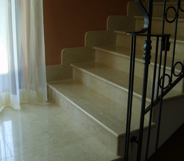 Scala Interna in Alfa Beige